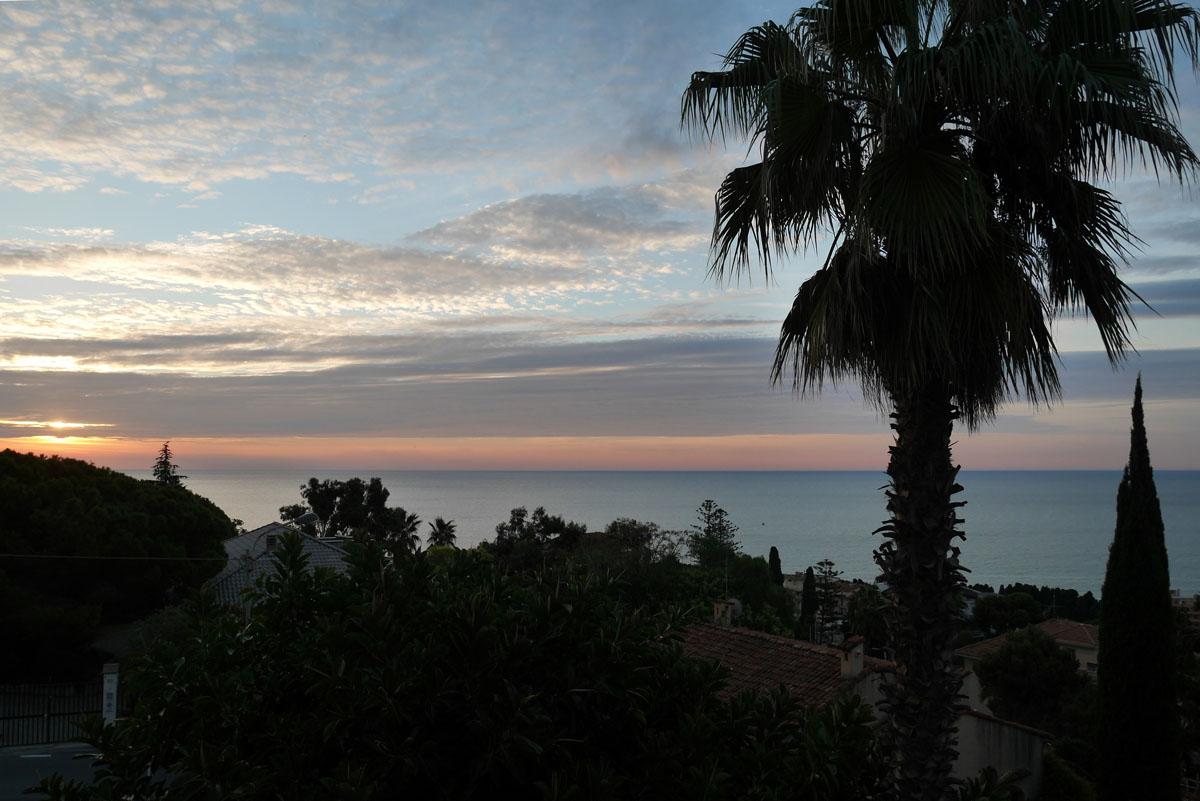 Mit der W3d der Riviera entlang